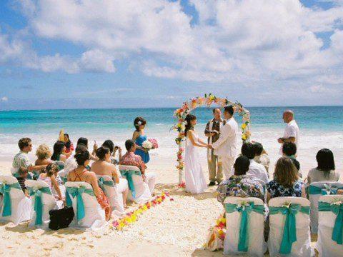 Gift er på en strand med din älskade
